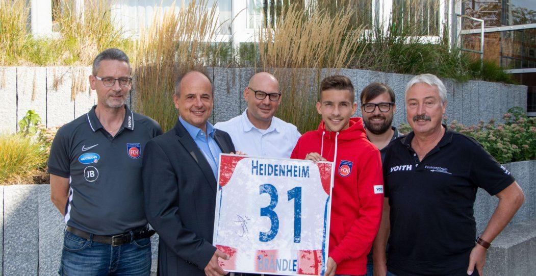 Profifußball und Schule FCH - Profi Jonas Brändle verabschiedet sich von seiner ehemaligen Schule
