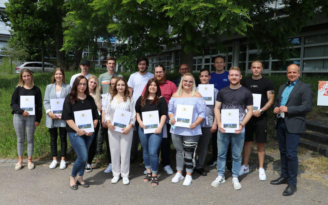 Kaufmännische Berufsschule: Die stolzen Preisträger der Sommerprüfung 2021